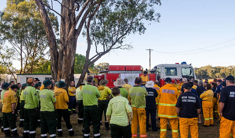 Briefing of NPWS staff and NSW Rural Fire Service, Warrumbungle National Park. Photo: John Spencer