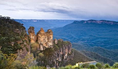 Echo Point lookout (Three Sisters), Blue Mountains National Park. Photo: D Finnegan/OEH