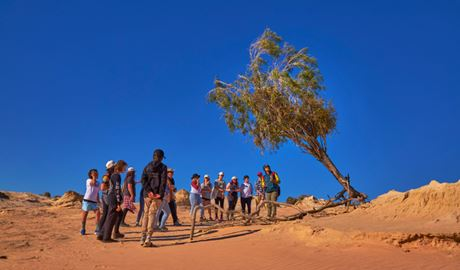 Walls of China school excursion in Mungo National Park. Photo Tanja Bruckner