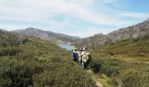 3 hikers walking on a trail in Kosciuszko National Park. Photo: Auswalk