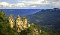Three Sisters rock formations in Blue Mountains National Park, near Katoomba. Photo credit: Ian Bool © Inala Nature Tours