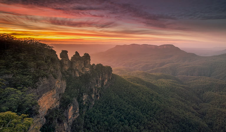 The Three Sisters at sunset with valley and mountain views. Photo credit: Jay Evans © Jaydid Photo