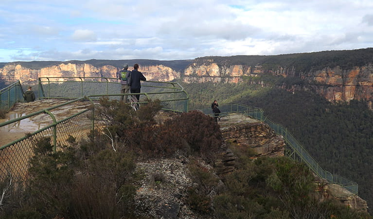 Visitors at Pulpit Rock lookout, Blue Mountains National Park. Photo: E Sheargold/OEH.