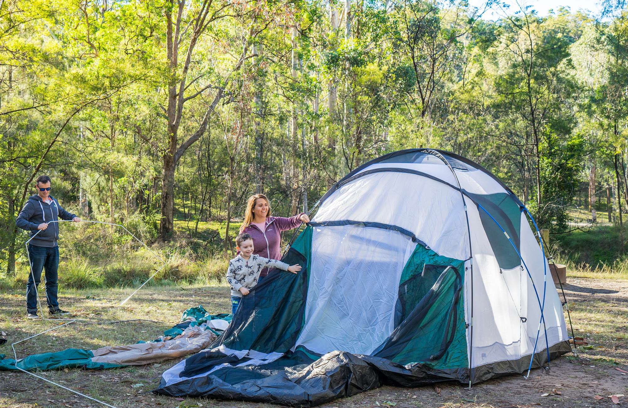 Man pitching a tent at Euroka campground near Glenbook in the lower Blue Mountains. Photo: OEH/Simone Cottrell