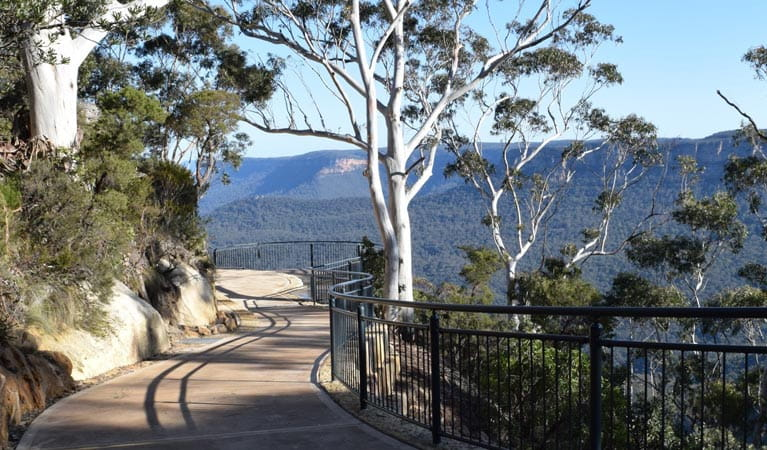 Three Sisters walk, Blue Mountains National Park. Photo: Rosie Garthwin/OEH.
