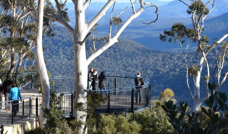 Oreades lookout, Three Sisters walk, Blue Mountains National Park. Photo: R Garthwin/OEH.