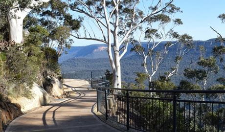 Three Sisters walk, Blue Mountains National Park. Photo: R Garthwin/OEH.