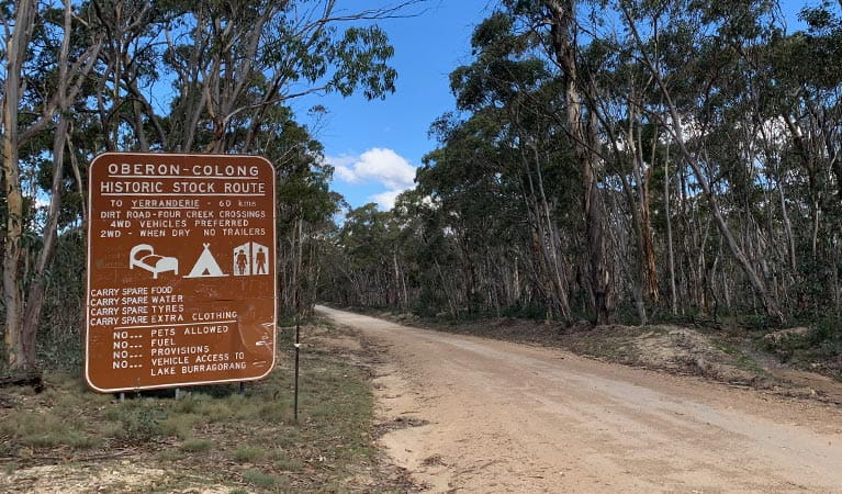 Roadsign sign at park boundary, Oberon-Colong historic route, Blue Mountains National Park. Photo: Sarah Morton/OEH