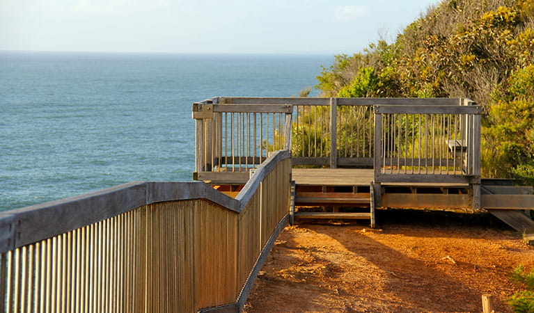 The viewing platform at Gerrin Point lookout in Bouddi National Park. Photo credit: John Yurasek. <HTML>&copy; DPIE