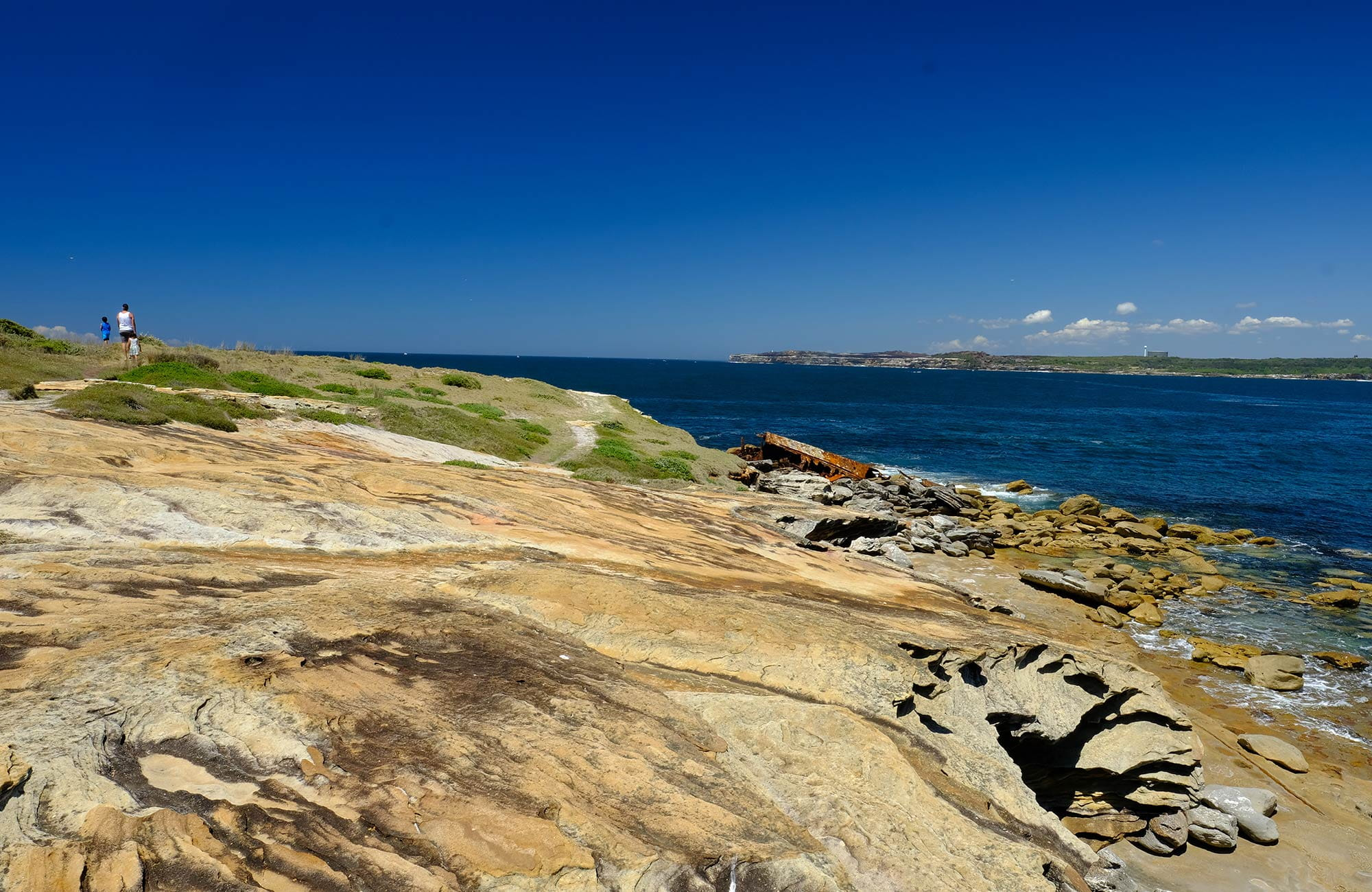 A family walk up Cape Banks headland, La Perouse area, Kamay Boatany Bay National Park. Photo: E Sheargold/OEH