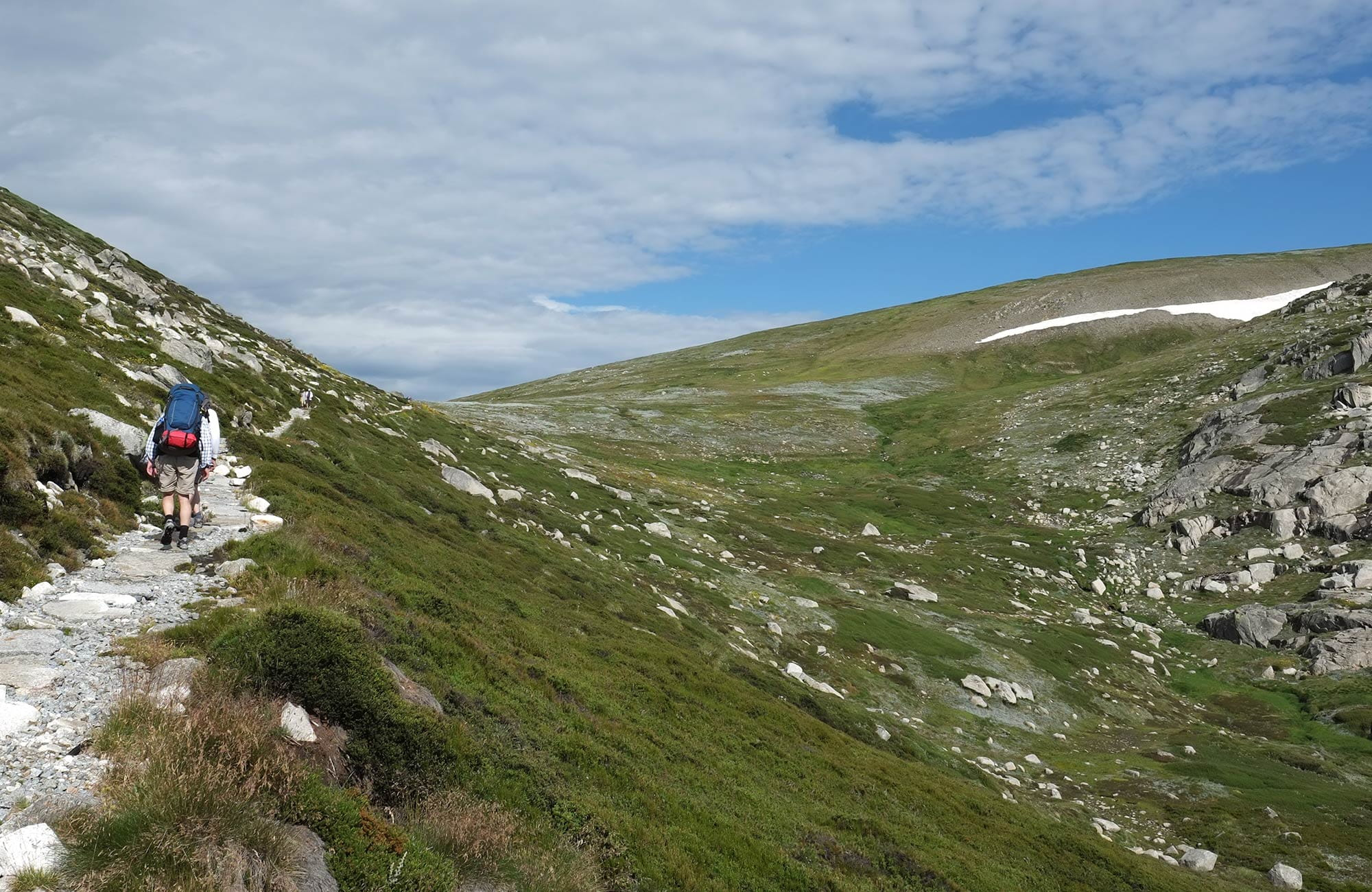 Hikers walk to Blue Lake lookout, Main Range walk, Kosciuszko National Park. Photo: E Sheargold/OEH