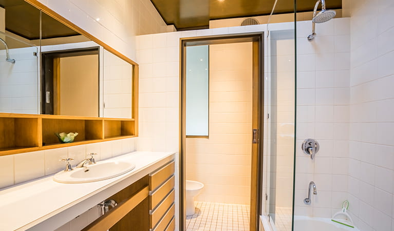 Bathroom facilities with shower at Myer House, Photo: OEH/John Spencer