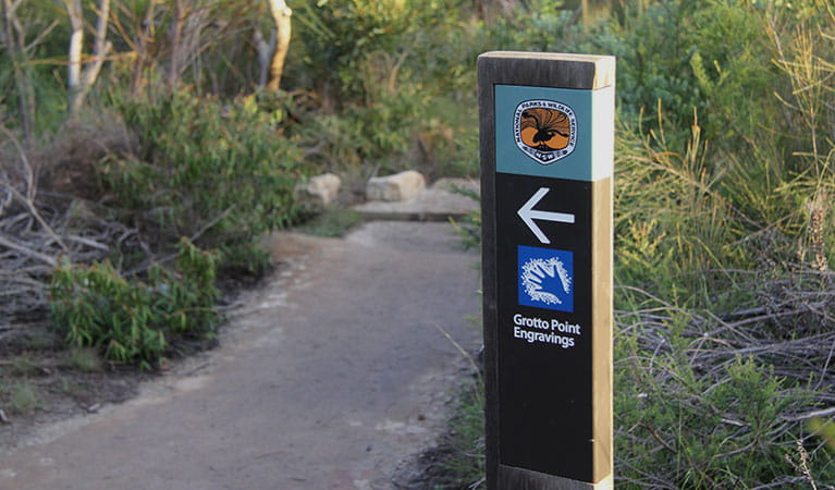 Signposts point the way to Grotto Point Aboriginal engravings off Manly scenic walkway. Photo: OEH/Natasha Webb