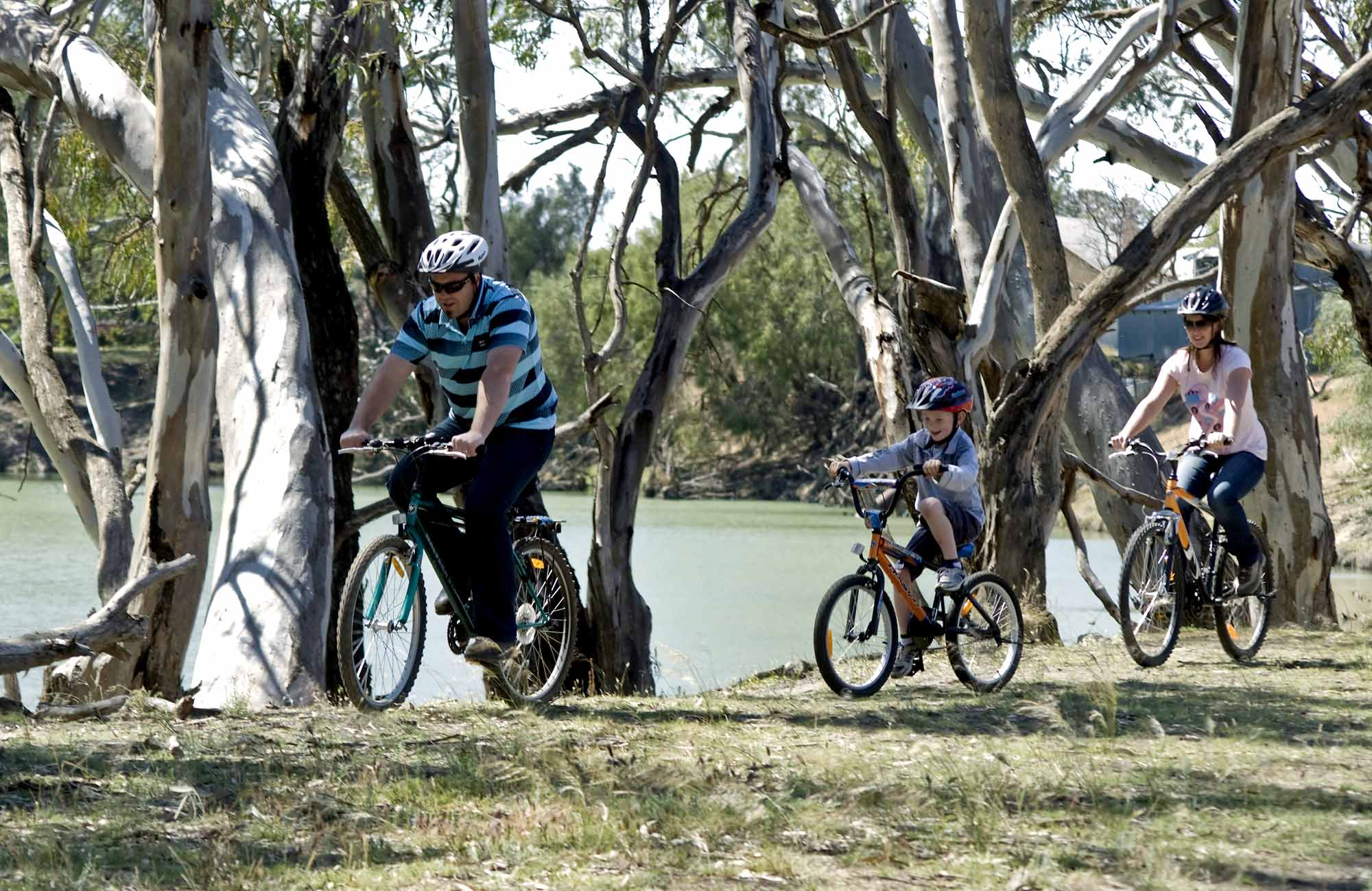 cycling-along-murrumbidgee