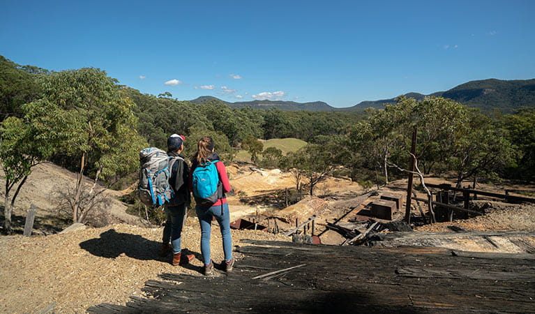 A couple looking across the remnants of historic Silver Peak Mine to Yerranderie Regional Park. Photo: John Spencer/OEH