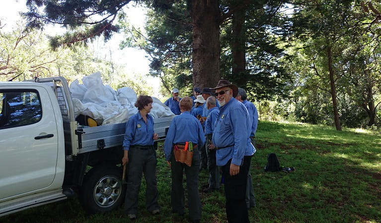 Botany Bay busy bees volunteers. Photo: Mishy McKensy OEH